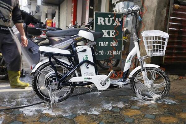 cách rửa xe đạp điện
