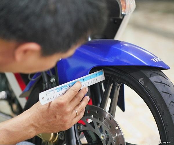 Thợ kiểm tra xe máy cũ Hà Nội