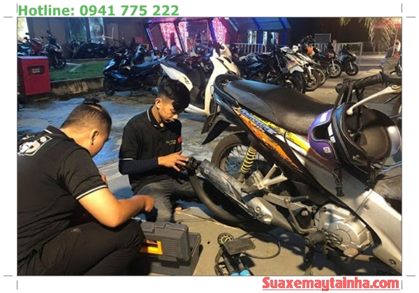 Đội cứu hộ xe máy Honda Xuyên Đêm Hà Nội